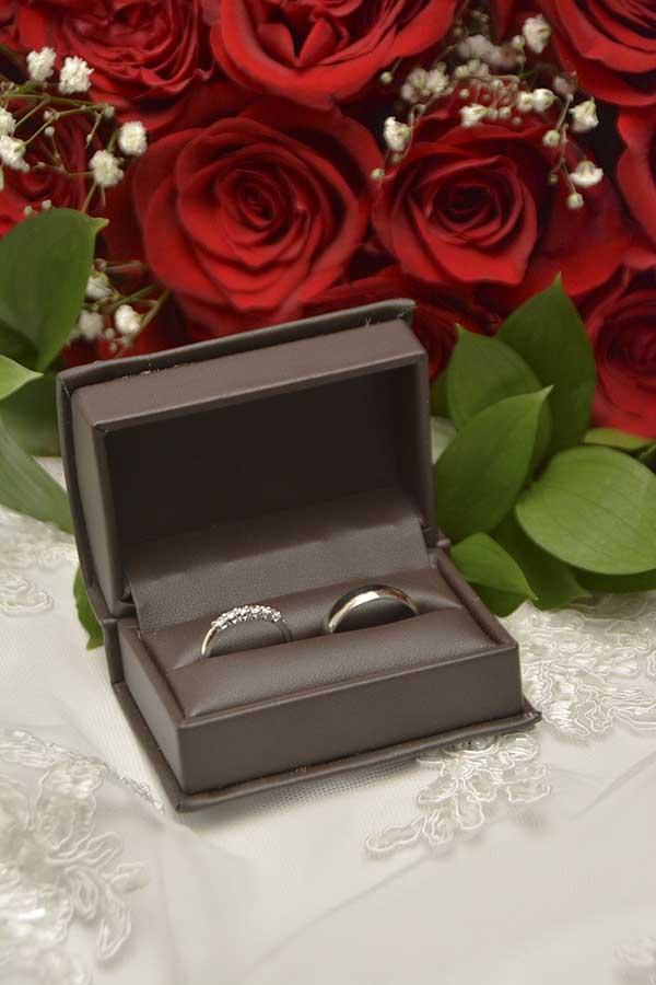platinum wedding idea - photography wedding bands rings