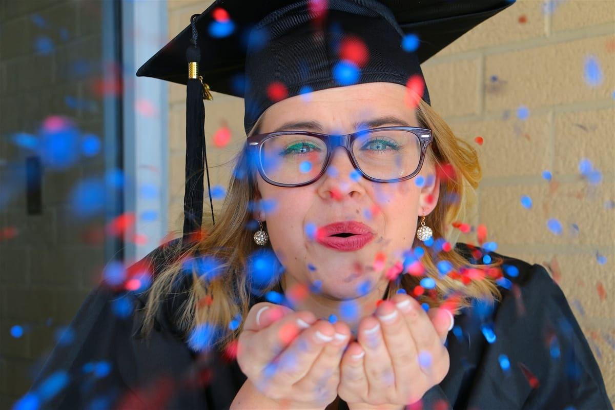 ideas creative authentic graduation photo shoot